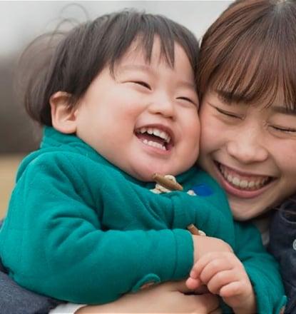 Cryos精子バンク及び不妊治療クリニックの助けにより生まれたお子さんとお母さん