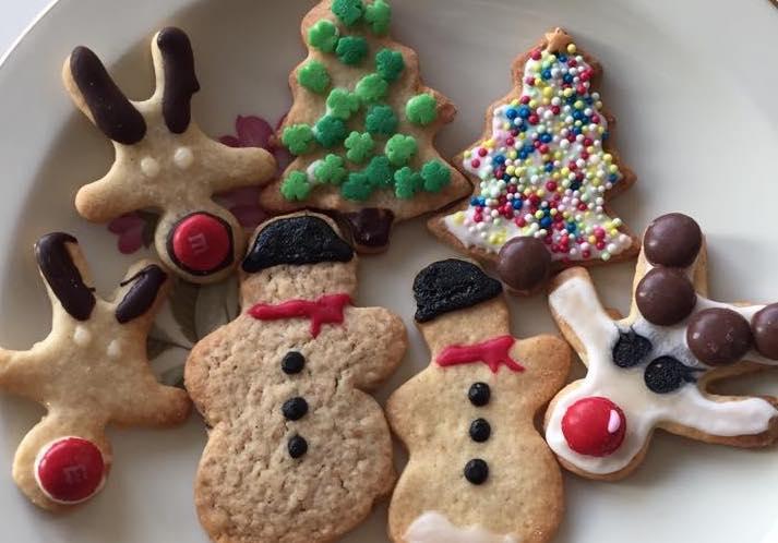 Solomor der bager cookies med sine børn