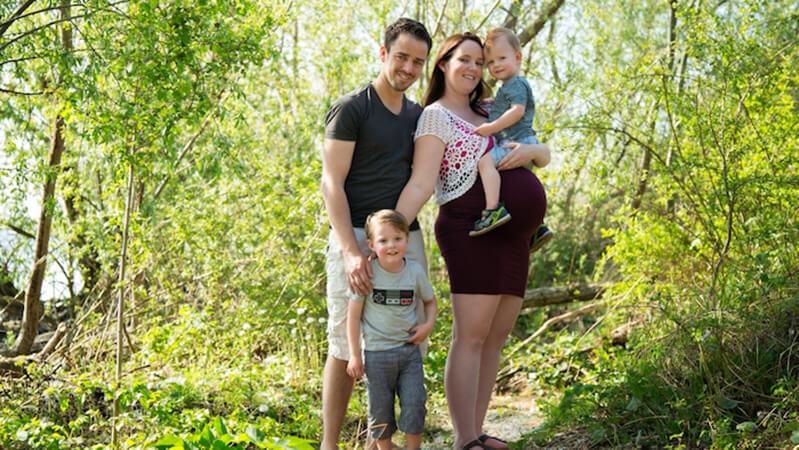 Toyah sammen med sin mand og to drenge, der er kommet til verden ved hjælp af en sæddonor fra Cryos