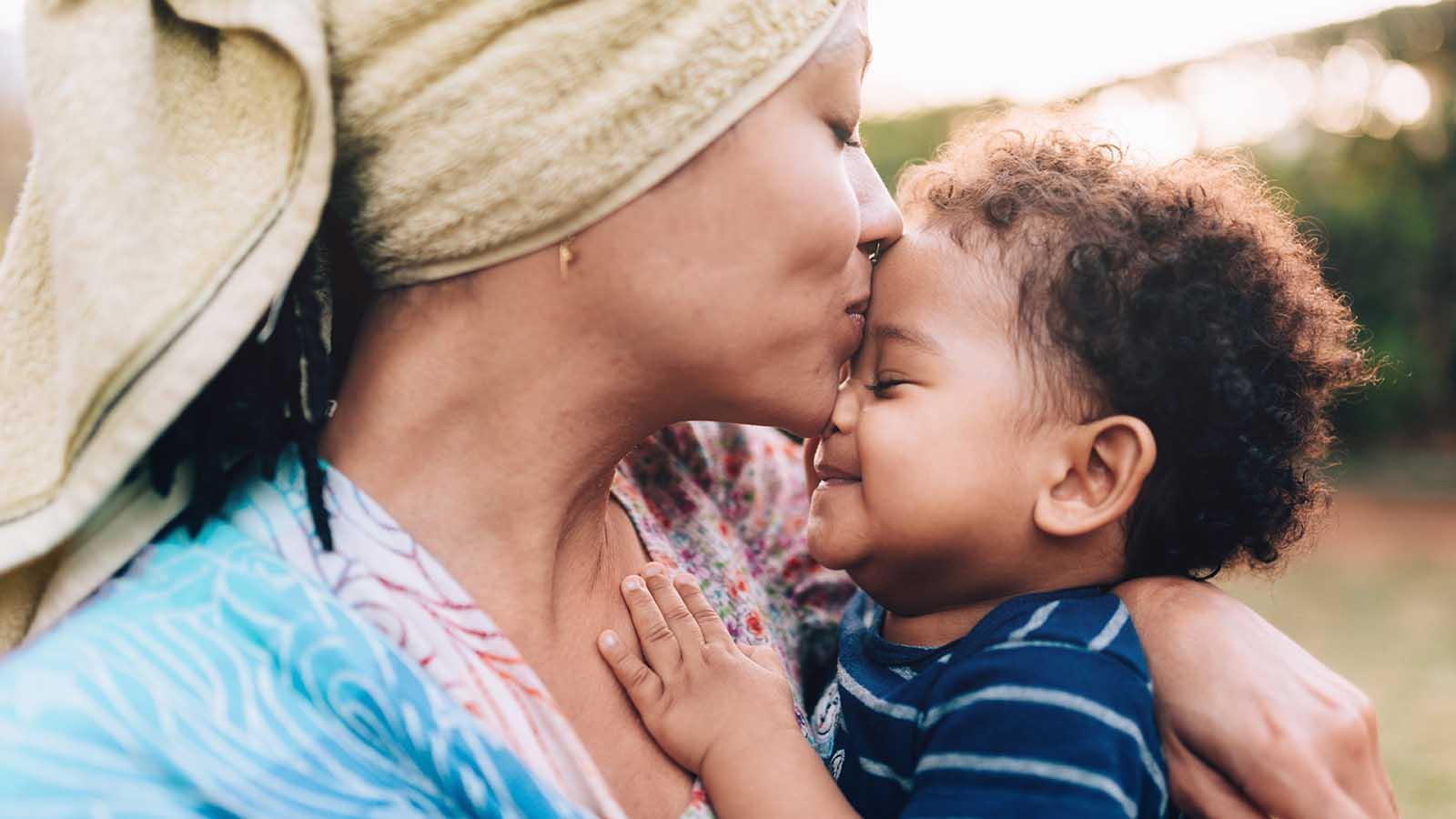 En mor med sit barn, der er undfanget ved hjælp af donorsæd