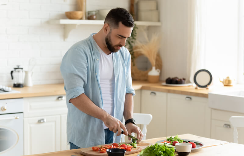 By eating a healthy diet, men can improve their fertility