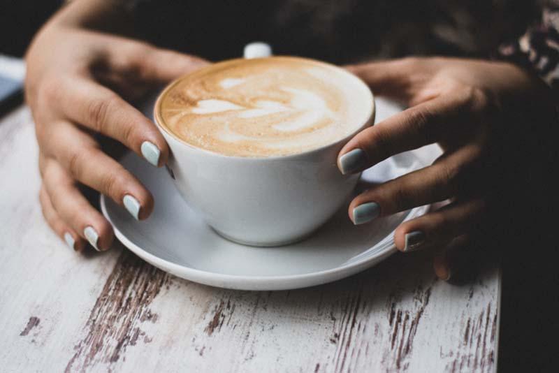 Debe evitar tomar café en exceso si está intentando quedar embarazada.