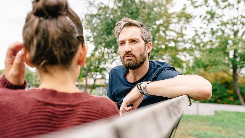 Niña concebida con la ayuda de un donante reuniéndose con su donante de esperma para saber más sobre sus orígenes genéticos