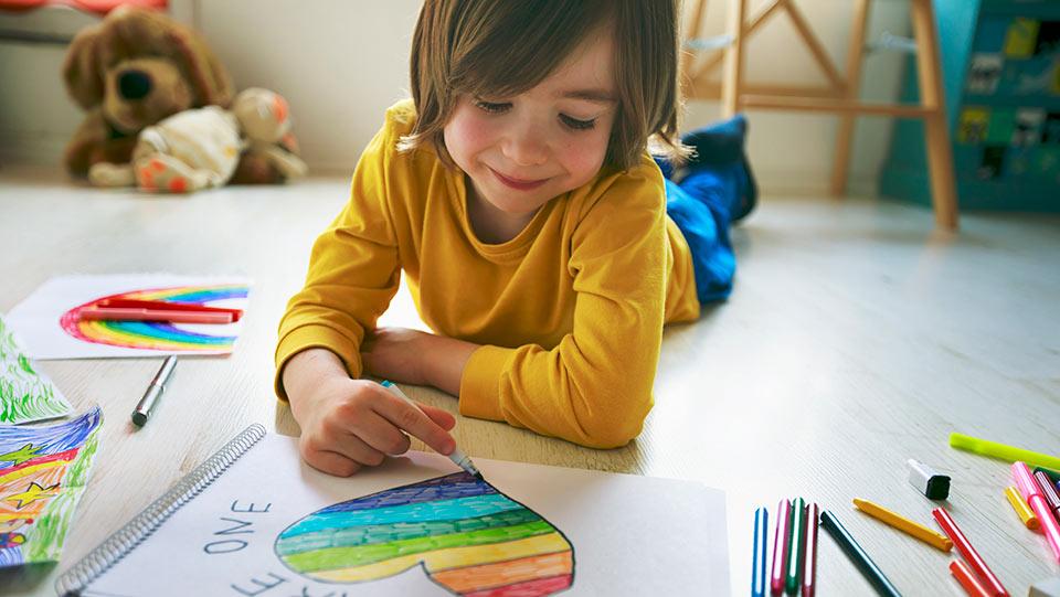 Un enfant conçu grâce à un donneur se portant bien dans une structure familiale alternative
