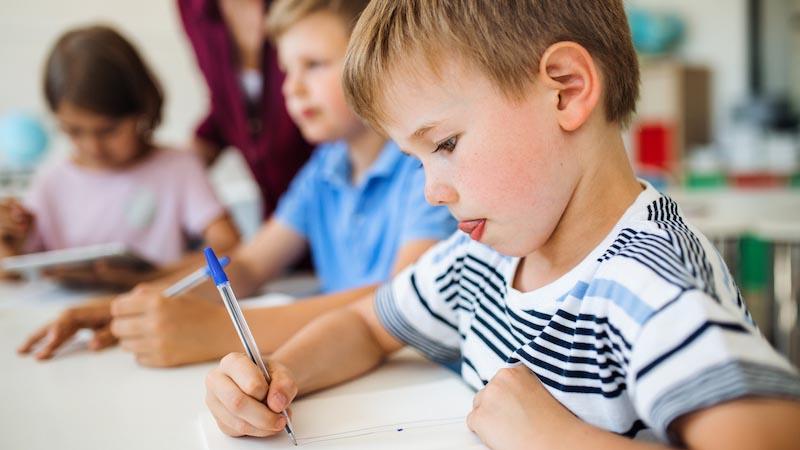 Kinderen helpen met vergelijkbare verhalen