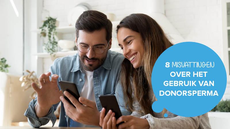Twee mensen die lezen over het gebruik van donorsperma.