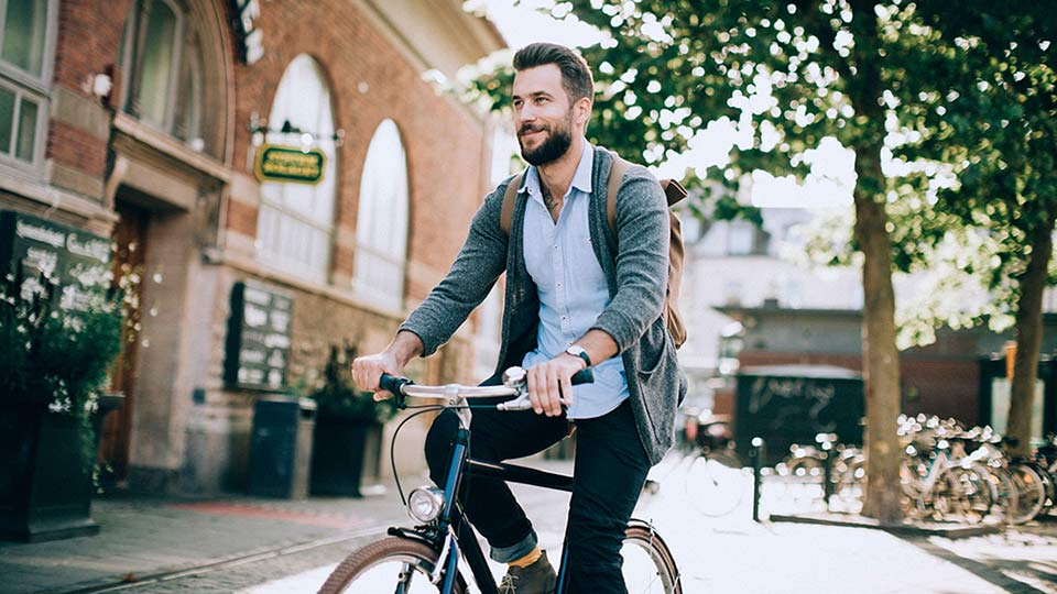 Doador de esperma com identidade declarada da Cryos em bicicleta