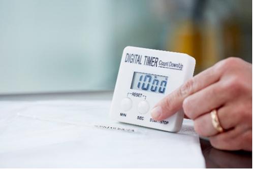 设置计时器确保正确的解冻精子载杆的时间,以保证精子的高品质
